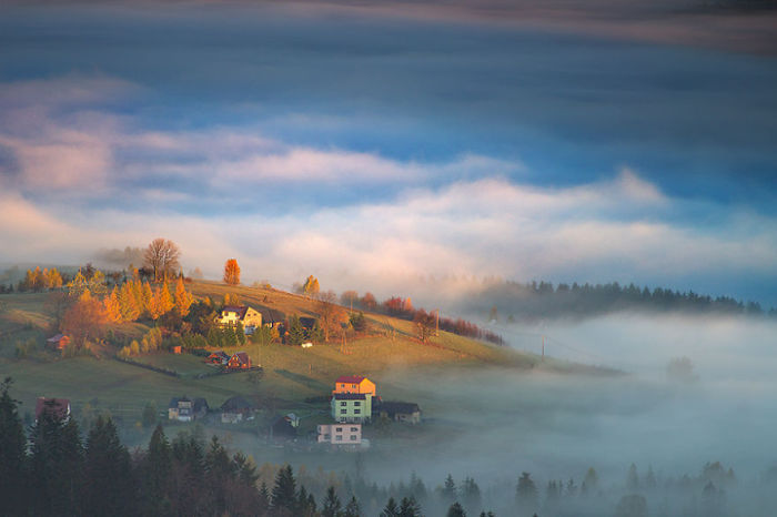 The first touch of light. (Первое прикосновение света). Бескиды, Польша. Фото Marcin Sobas.