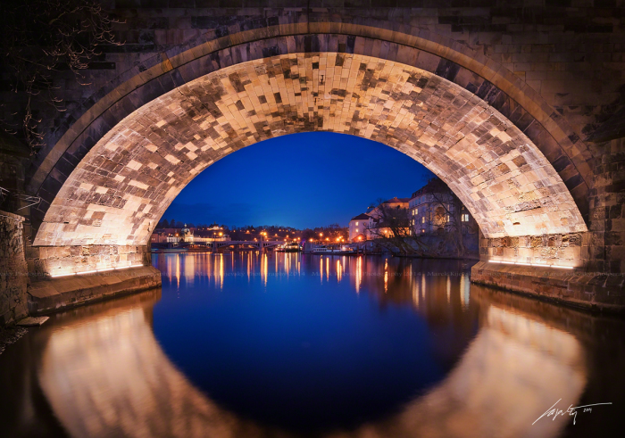 Под Карловым Мостом (Under The Charles Bridge). Автор фото: Марек Киевски (Marek Kijevsky).