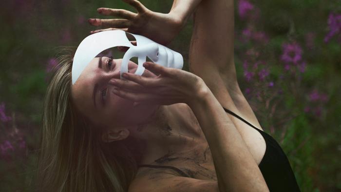 Эмоции в жестах. Автор: Mari Nino.
