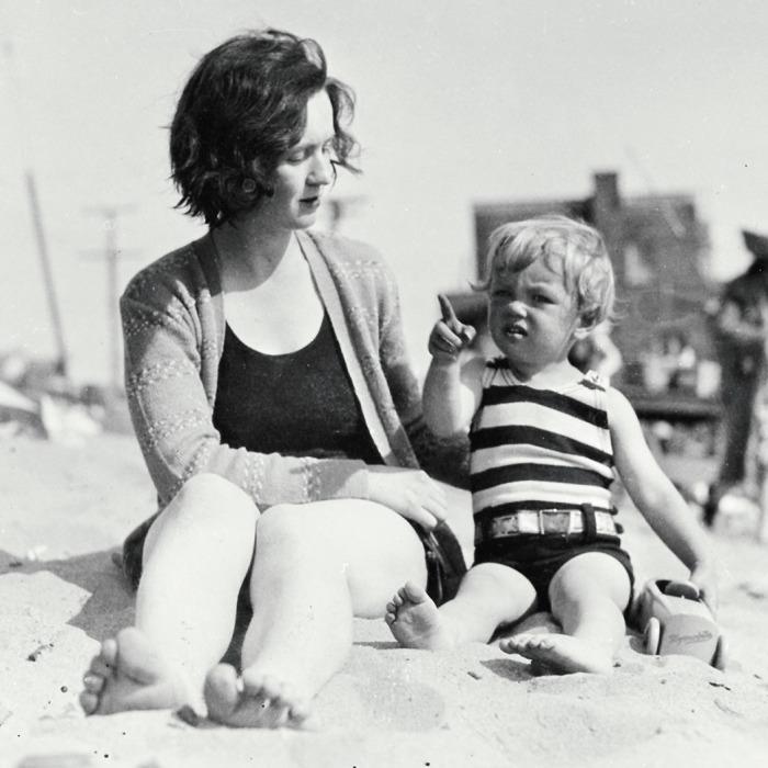 Мэрилин с мамой. \ Фото: hollywoodreporter.com.