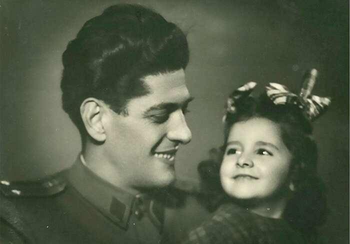 Марина Абрамович с отцом. \ Фото: wordpress.com.