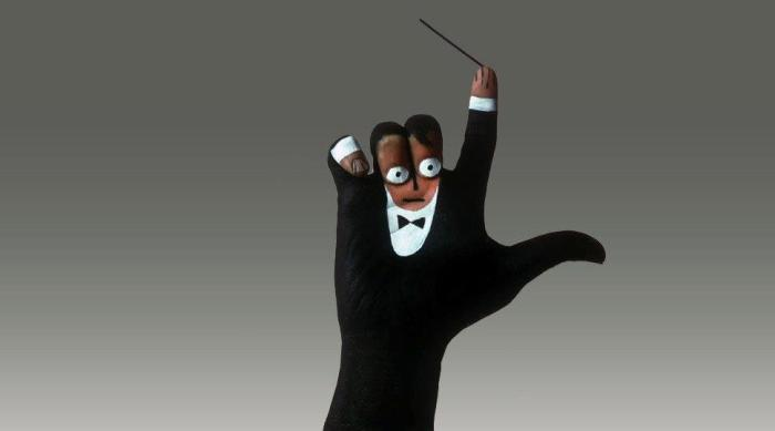 Художник превращает руки людей в забавные фигуры животных