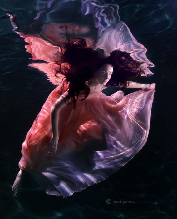 Танец. Автор: Mark Mawson.
