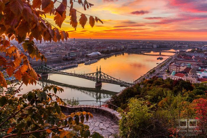 Осенний закат. Автор: Mark Mervai.