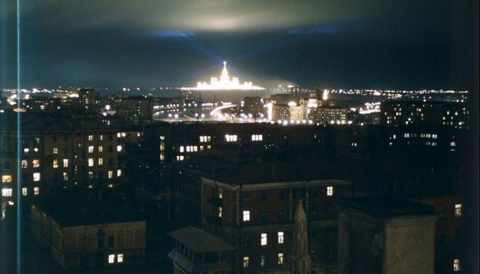 Снимок ночной Москвы. Автор: Martin Manhoff.