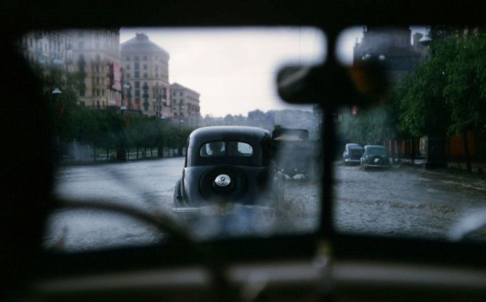 Затопленные улицы в Киеве. Автор: Martin Manhoff.