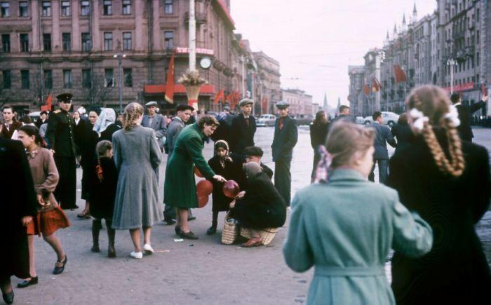 Уличная сцена на Пушкинской площади. Автор: Martin Manhoff.