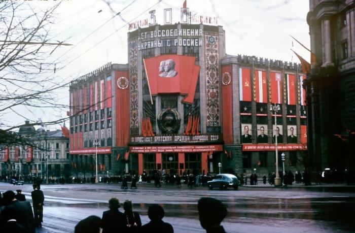 Здание центрального телеграфа в Москве. Автор: Martin Manhoff.