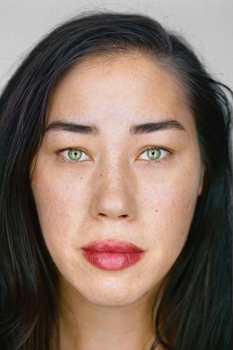 Джули Вейсс, 33 года. Расово-национальная принадлежность: Белая, азиатка, индианка, китаянка, филиппинка.