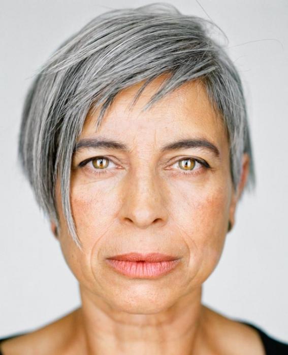 Хелен Робертсон, 54 года. Расово-национальная принадлежность: Белая, азиатка.