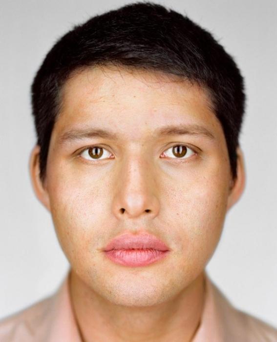 Александр Сугиура, 27 лет. Расово-национальная принадлежность: Наполовину еврей, наполовину японец.