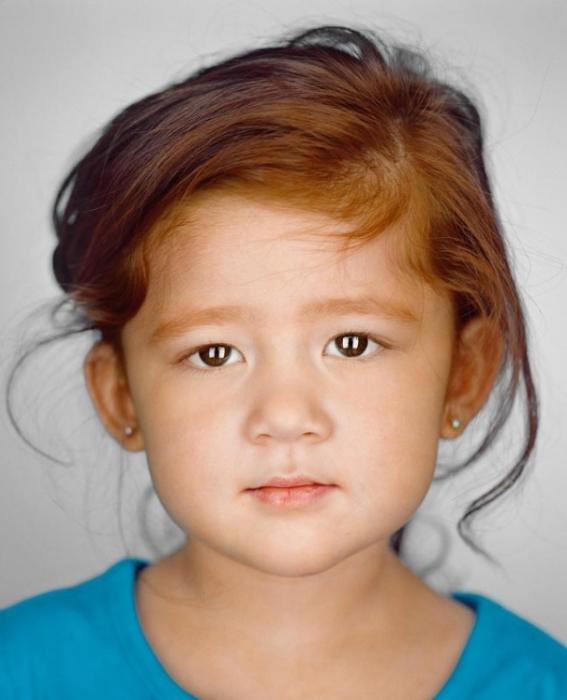Дейзи Фенкл, 3 года. Расово-национальная принадлежность: Кореянка, латиноамериканка.