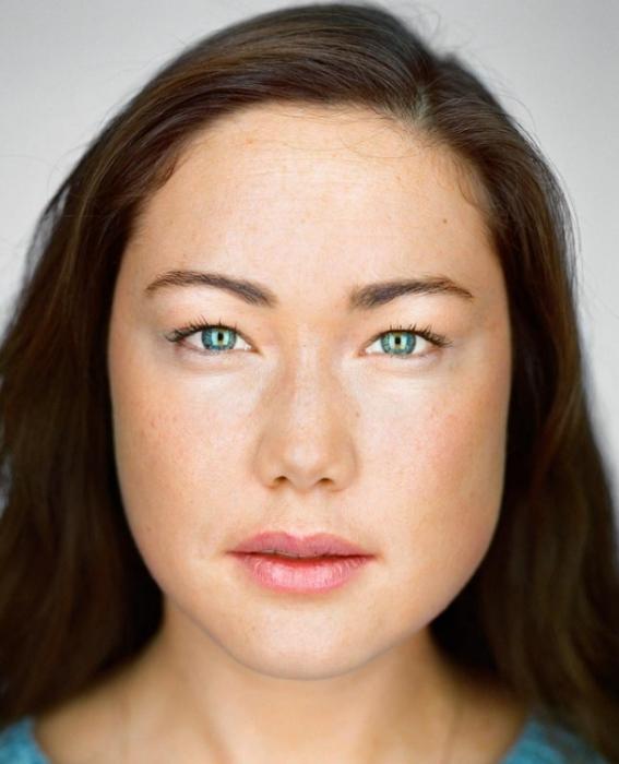Уна Уолли, 25 лет.  Расово-национальная принадлежность: Белая, китаянка. еврейка.