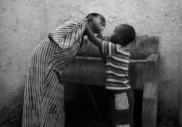 Для ребенка, мама - самое святое, что есть на Земле, и она всегда будет Ангелом, невзирая, ни на что. Автор фото: Martina Bacigalupo.