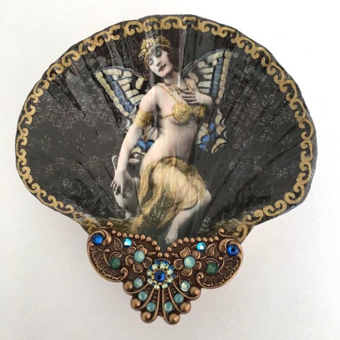 Бабочка богиня. Автор: Mary Kenyon.