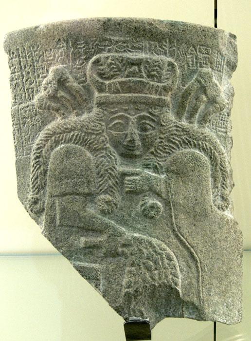 Фрагмент каменной мемориальной доски из храма Иштар по прозвищу Инанна - богиня любви, красоты, секса, желания, плодородия 2500 г. до н.