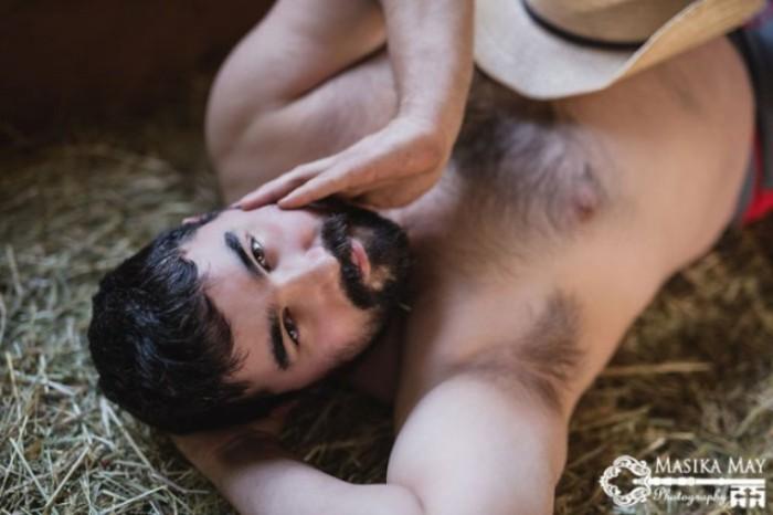 Мужчина на ферме. Автор фото: Масика Мэй (Masika May).