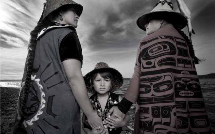 Тёмное перо, Бибиана и Экос Анчета, народ тулалип. Автор: Matika Wilbur.