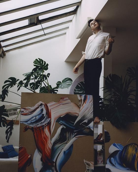 Художник Мэтью Стоун в своей мастерской.