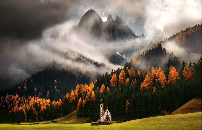 Туман в горах. Автор: Max Rive.