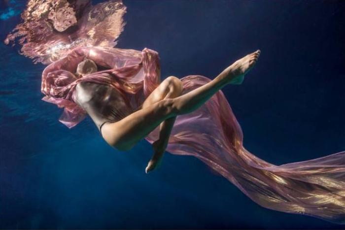 Танцы под водой. Автор фото: Майя Алмейда (Maya Almeida).