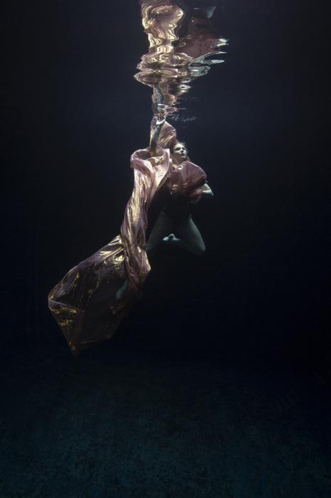 Майя Алмейда (Maya Almeida). Квест, Серия подводный танец, цифровая фотография, 2013 год.