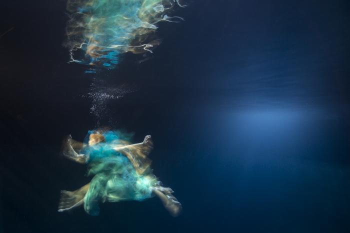 Майя Алмейда (Maya Almeida). Побег, Серия подводный танец,  цифровая фотография, 2013 год.