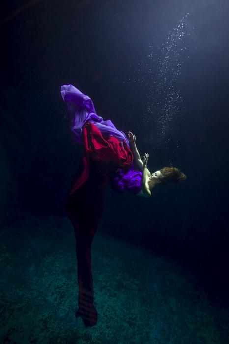 Майя Алмейда (Maya Almeida). Плавать, Серия подводный танец, цифровая фотография, 2013 год.