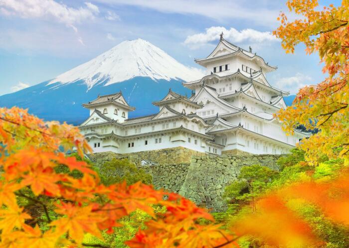 Замок Химэдзи осенью. \ Фото: sg.trip.com.