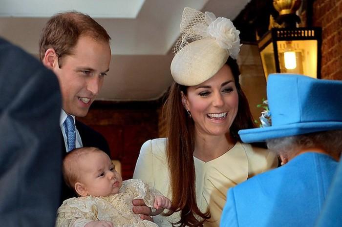 Церемония крещения принца Джорджа, сына Кейт и Уильяма и правнука королевы Елизаветы II.