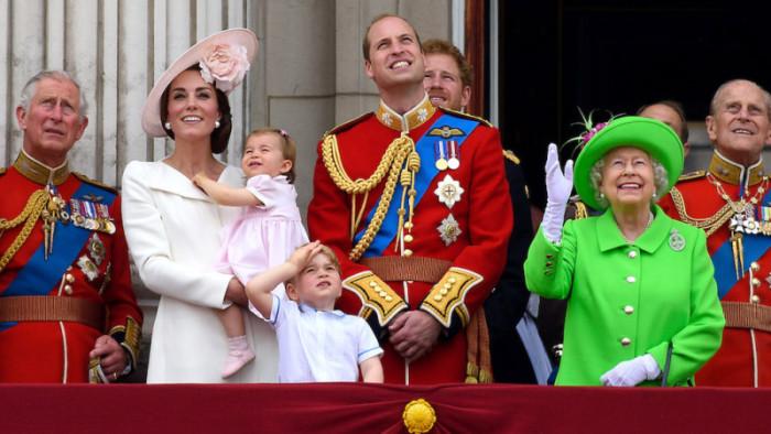 Кейт Миддлтон и принц Уильям с детьми на праздновании юбилея королевы Елизаветы II.