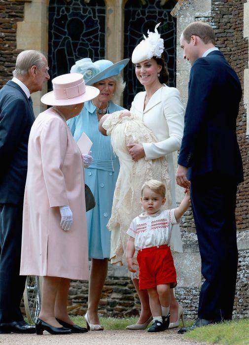 Королева Елизавета очень любит своих правнуков.
