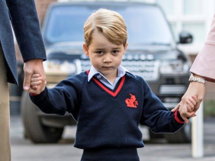 Принц Джордж в первый день учёбы.
