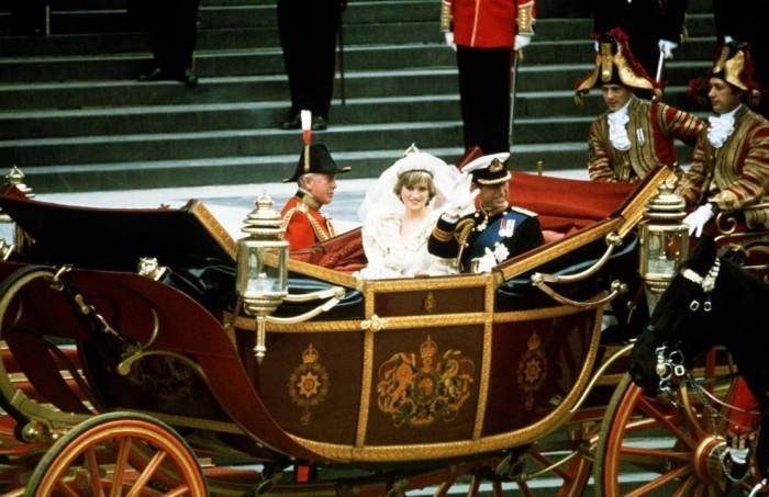 Свадебное фото принцессы Дианы и принца Чарльза. \ Фото: ilfattoquotidiano.it.