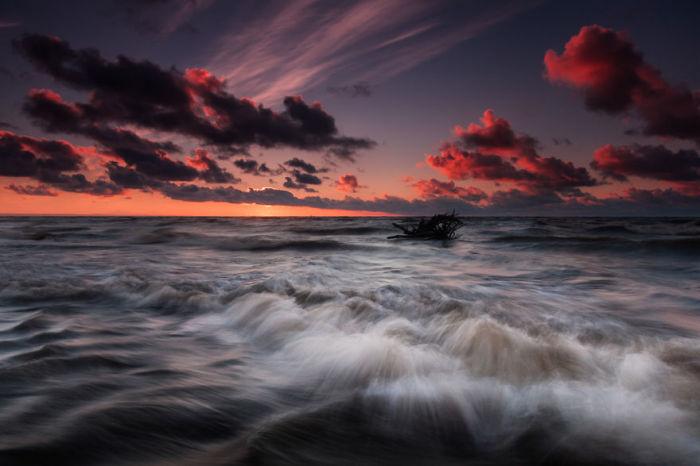 Кровавый закат. Автор: Michal Olech.