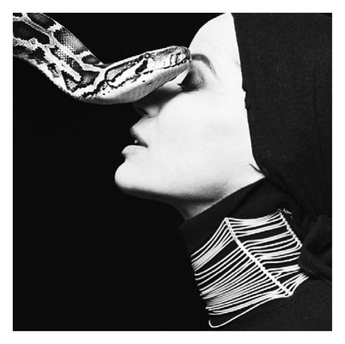 Змея. Потрясающе чувственные портреты. Автор фото: Michel Comte.
