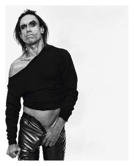 Серия черно-белых портреты. Автор фото: Michel Comte.