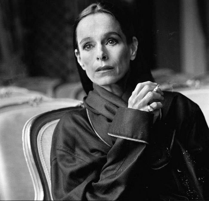 Дым сигарет. Потрясающе чувственные портреты. Автор фото: Michel Comte.