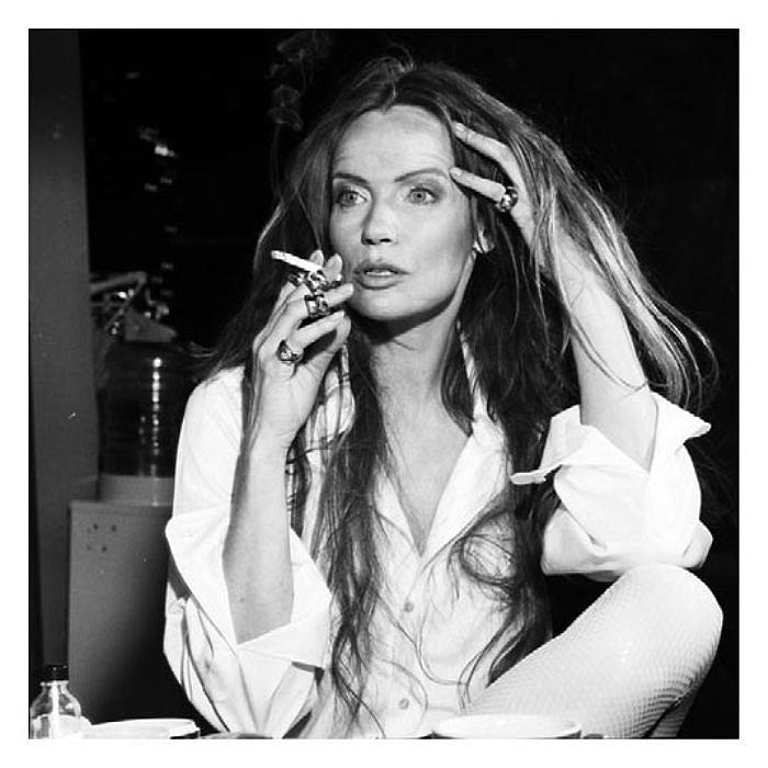 Курить... Потрясающе чувственные портреты. Автор фото: Michel Comte.