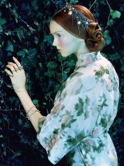 Лили Коул для Vogue Италия. Автор работ: фэшн-фотограф Майлз Олдридж (Miles Aldridge).