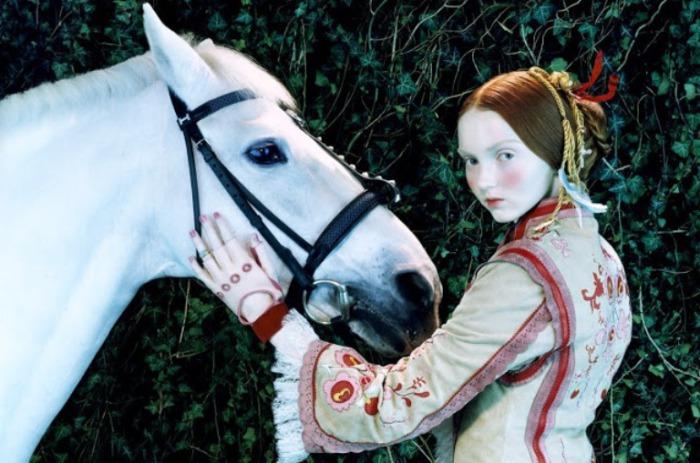 Прекрасная Лили Коул для Vogue Италия. Автор работ: фэшн-фотограф Майлз Олдридж (Miles Aldridge).