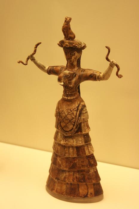 Статуэтка минойской Богини-змеи, Кносс. \ Фото: marathivishwakosh.org.