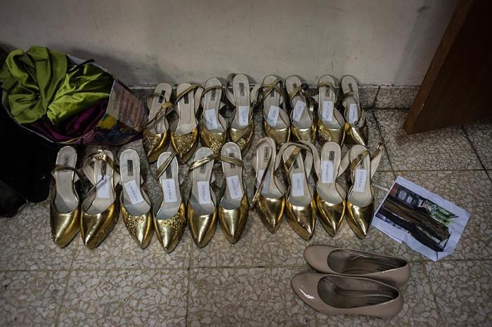 Все туфли участниц подписаны и ожидают своих владелец. Автор фото: Monique Jaques.