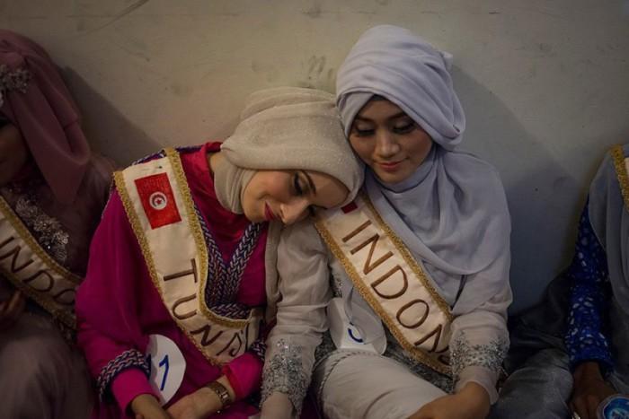 «Мисс Тунис» Фатма Бен Гуэфраке и Примадита Рахма. Автор фото: Monique Jaques.