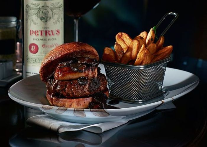 Гамбургер стоимостью в целое состояние. | Фото: maxim.com.