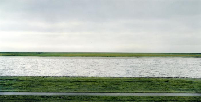 Цифровое фото «Рейн 2» Андреаса Гурски. | Фото: williameckersley.com.