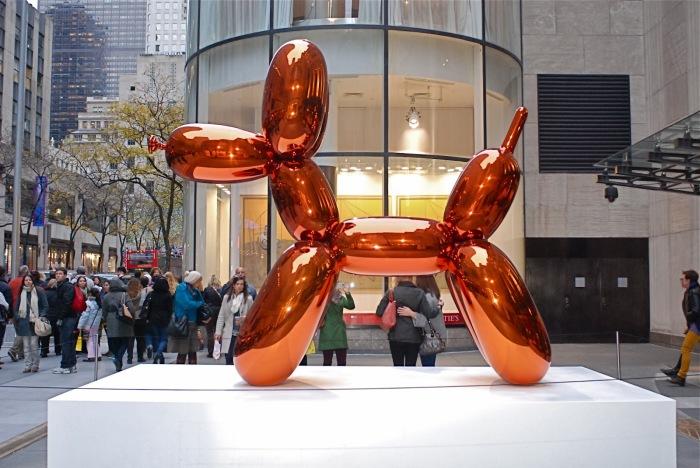 Скульптура надувного оранжевого пса от Джеффа Кунса. | Фото: nyclovesnyc.blogspot.com.