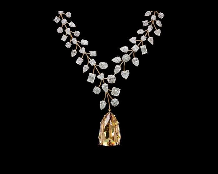 Легендарный жёлтый бриллиант Mouaward или 55 миллионов на шее.