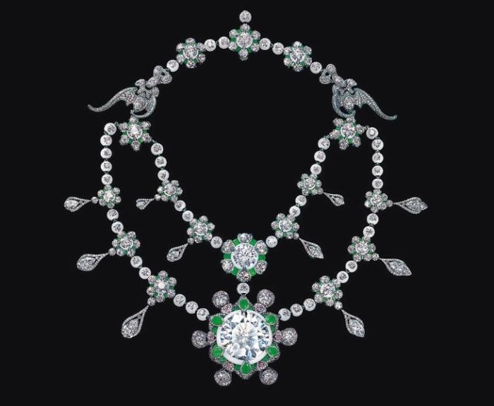 Уникальное ожерелье Heritage in Bloom имеет сложную конструкцию из сотен деталей.