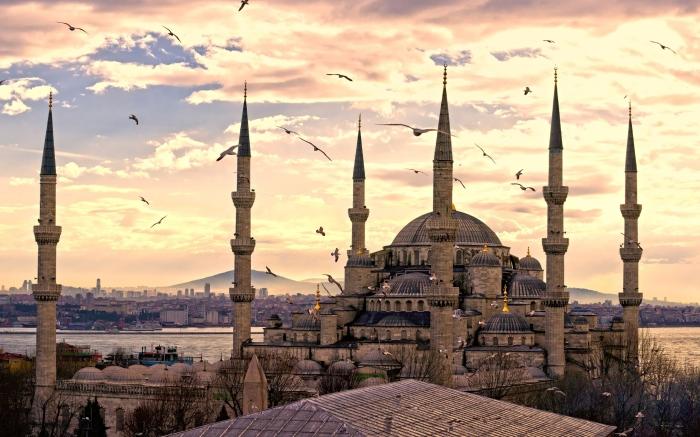 Голубая мечеть, или Мечеть Султанахмет - первая по значению мечеть Стамбула.